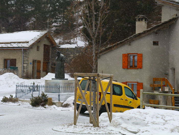La Poste Architecture Building Exterior Built Structure Car Cold Temperature Day House Nature No People Outdoors Residential Building Snow Tree Weather Winter