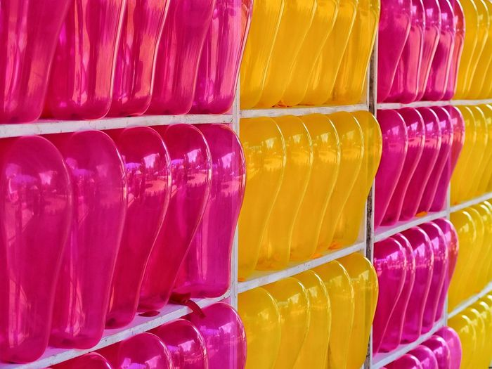 row of color balloon Game Holi Multi Colored Yellow Full Frame Backgrounds Powder Paint Variation Arrangement Choice Close-up Repetition LINE Many Seamless Pattern Shelves Display Side By Side Forestry Industry Hexagon Directly Above In A Row Pastry Conformity Knolling - Concept Shop Served