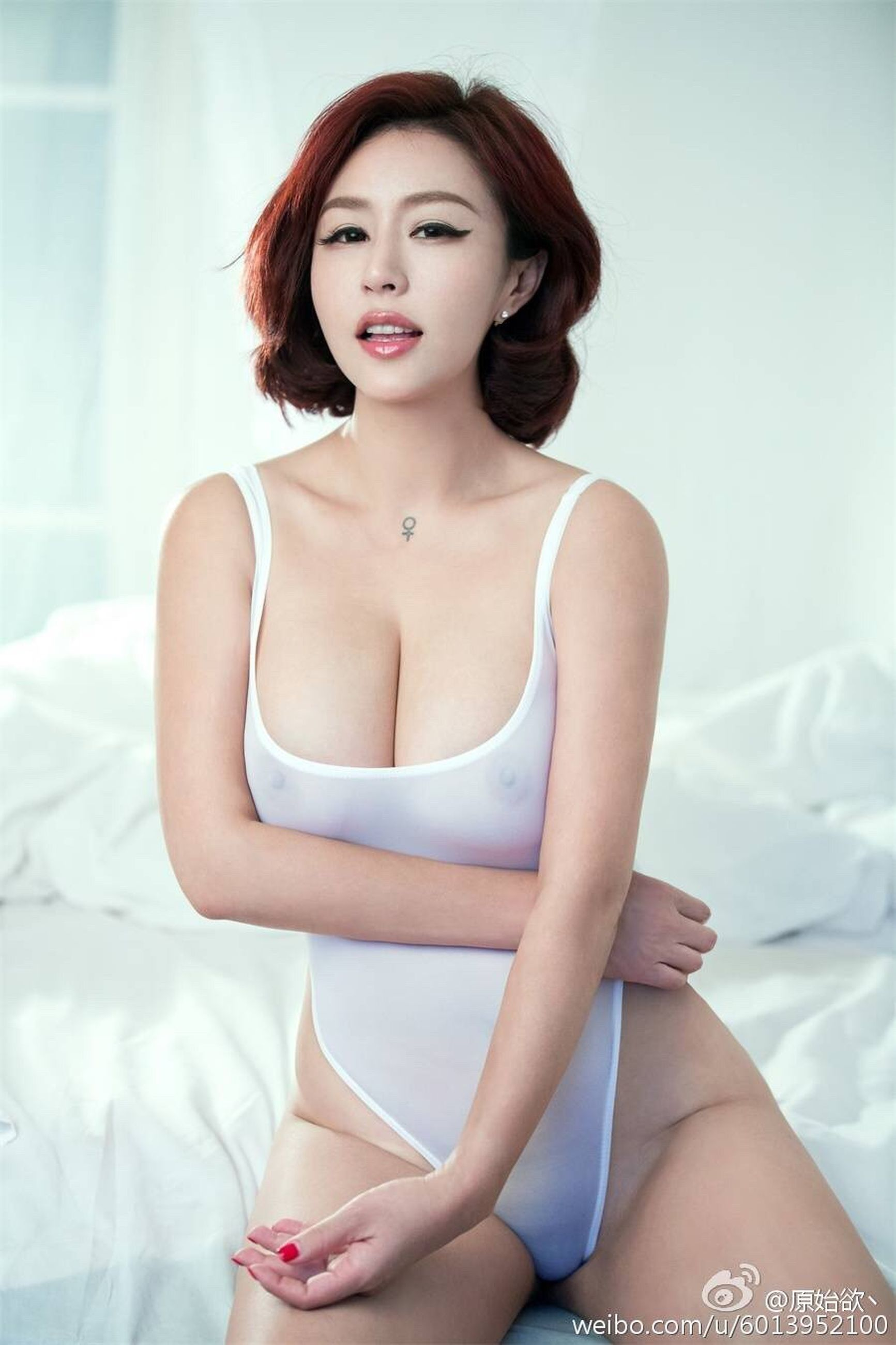 bed, bedroom, only women, beauty, one person, one woman only, sitting, adults only, one young woman only, young adult, people, adult, beautiful woman, indoors, day