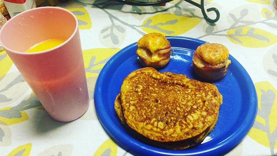 Breakfastisserved we have pumpkin spice pancakes courtesy of @birchbenders Birchbenders Pumpkinspice with Bacon wrapped Eggs and Hashbrown with a side of Simplyorange with Mango Goodmorning Breakfast