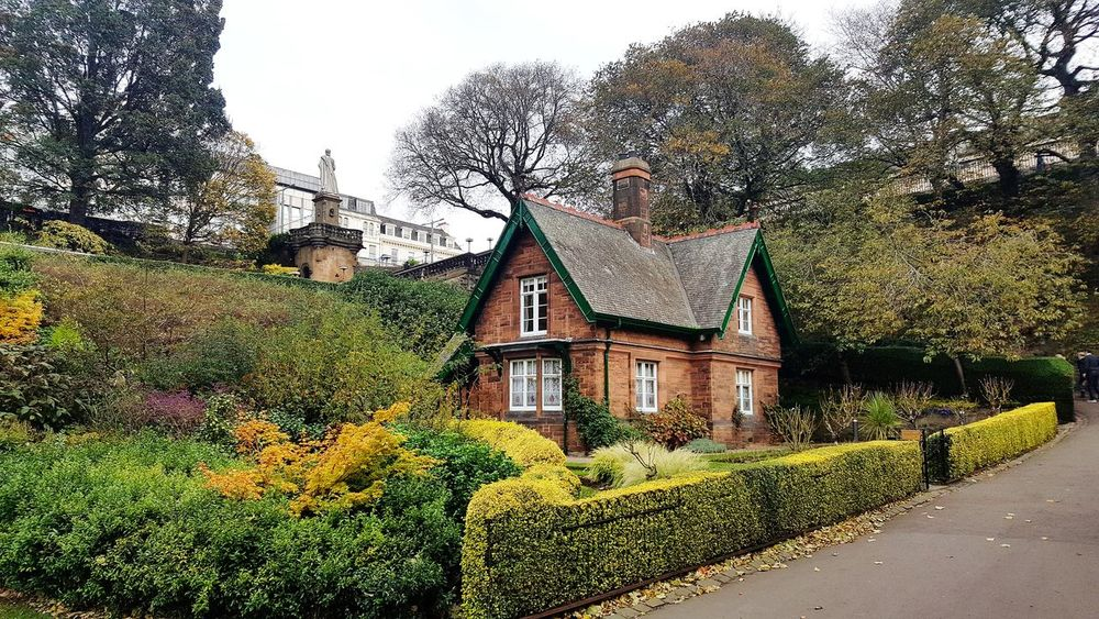 Architecture Built Structure House Outdoors No People Building Exterior Tree Plant Sky Flower Nature Day Edinburgh Scotland Edinburgh Streets Edinburgh, Scotland History City Scotlandsbeauty Archeological Treasure Architecture_collection Low Angle View Countryside Colors Nature_collection