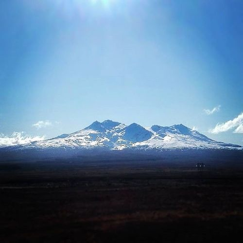 Quick stop on my last trip home to take in the sight of Mountruapehu . Detour Travel Roadtrip Solotravel Newzealand Mountruapehu Snow Winter Volcano Stratovolcano Sunny Desertroad Blue Skies