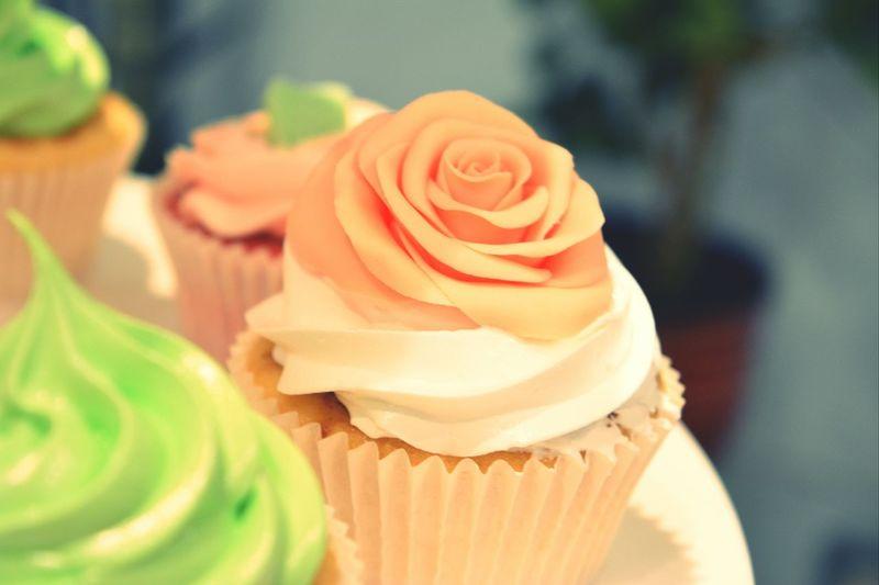 Сегодня дожди...природа грустит... ну а я повышаю настроение выпечкой капкейков и завтра миссис N насдадится их вкусом)) всем прекрасного вечера, друзья) Cupcake Hand Made Cupcakes Tortvill