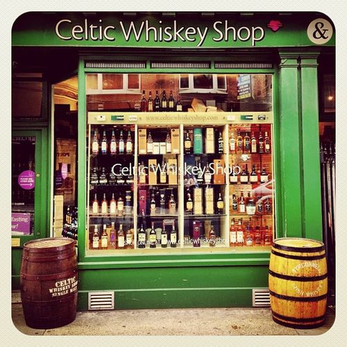 Whiskey Shop #earlybirdlove #ebstyles_gf #gf_ire #ireland #dublin #jj_forum #jj Dublin Ireland Whisky Irish Whiskey Jj  Earlybirdlove Jj_forum Ebstyles_gf Gf_ire