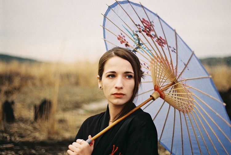 Olympus OM-1n / Zuiko 50mm f1.8 / Fujicolor C200 (expired) Analogue Photography FujicolorC200 Adult Beautiful Woman Casual Clothing Day Film Camera Film Photography Focus On Foreground Front View Fujifilm Girl Hairstyle Headshot Holding Kimono Leisure Activity Lifestyles Looking At Camera Nature One Person Outdoors Portrait Real People Sky Standing Umbrella Young Adult EyeEmNewHere