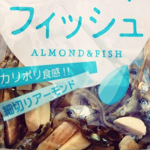 Japanischer Nachmittag: Fisch-Mandel-Snack.