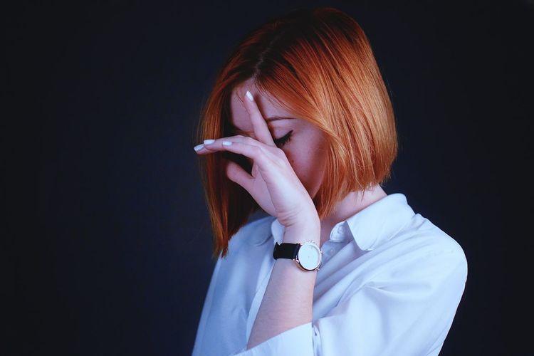 Portrait Girl Ginger Gingerhair Redhead Redhair Shorthair Studio Shot Studio Photography Studio Lighting White Shirt Black Background Hand