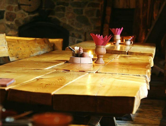 стол ресторан  деревня викингов Средневековье история путешествие во времени эстония Authentic Table Wooden Viking Village Viikingite Küla Eesti Estonia Restaurant Time Travel History