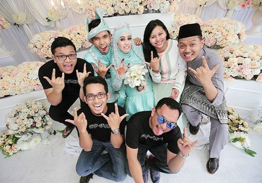 Tq Guys , you all memang awesome . Ariff+Zura Reception Awesomeklicks Juyarep Zurariff Vscocam Imagebyizwan Vscomalaysia VSCO Weddingfoto Malayweddingguide