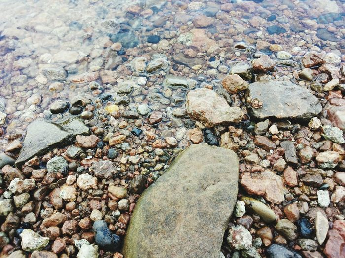 камушки камни берег галька вода и камни красиво камень