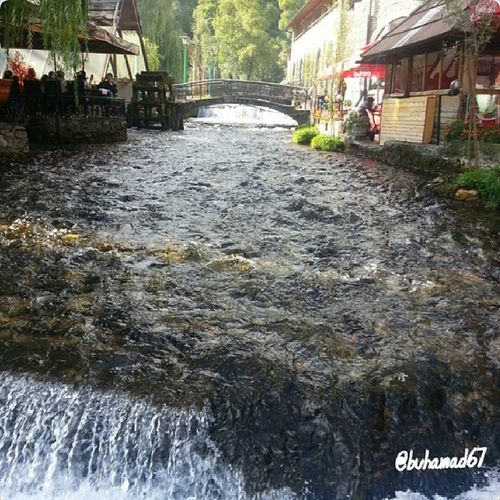 مطاعم في مدينة ترافنيك تجري حولها مياه تنبع من الجبال البوسنةوالهرسك resturants in Travnik city beside running water if mountain spring Bosnia_Herzegovina