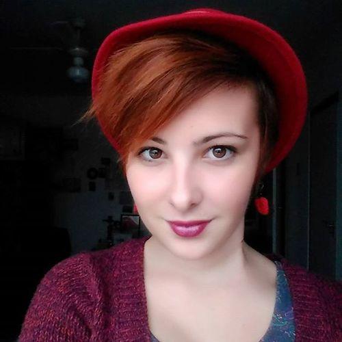 Hello autumn! Nofilter Autumn Redhat Redhair hungariangirl browneyes shorthair shorthairforwomen