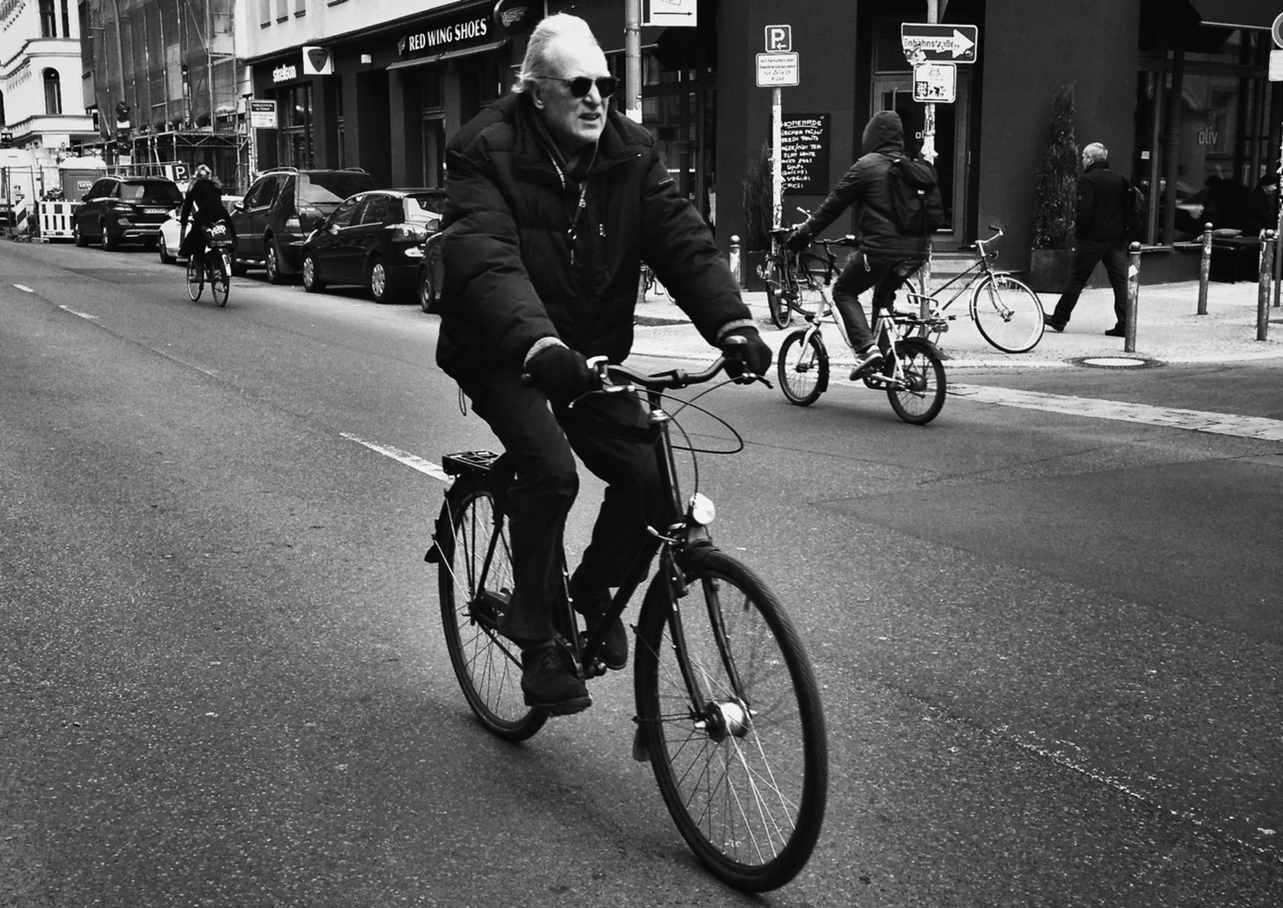 bicycle, transportation, mode of transport, land vehicle, riding, street, cycling, lifestyles, men, city, city life, on the move, road, building exterior, leisure activity, motorcycle, stationary, full length