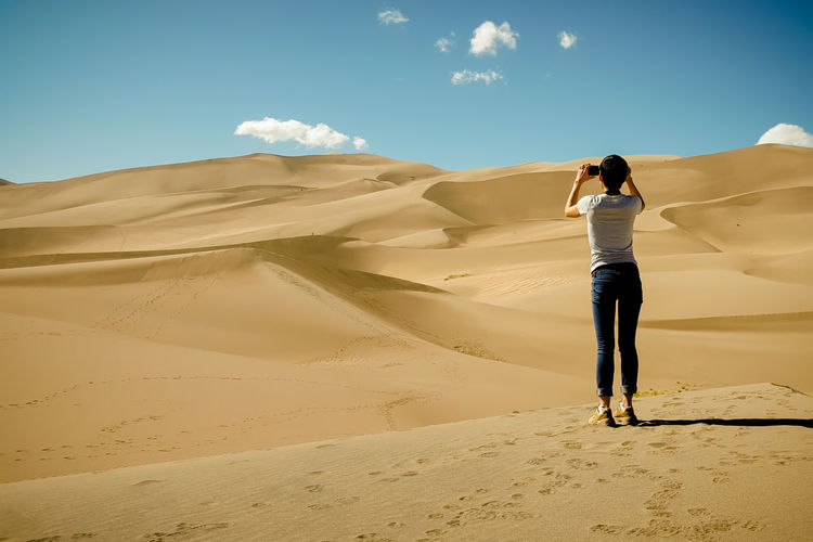 Alone Arid Landscape Carefree Clear Sky Colorado Copy Space Great Sand Dunes National Park Getting Away From It All Landscape Unrecognizable Person Vacations Woman Deserts Around The World Sand Dunes Mountain Taking Photos Of People Taking Photos Travel 43 Golden Moments Finding New Frontiers Neighborhood Map The Street Photographer - 2017 EyeEm Awards The Great Outdoors - 2017 EyeEm Awards