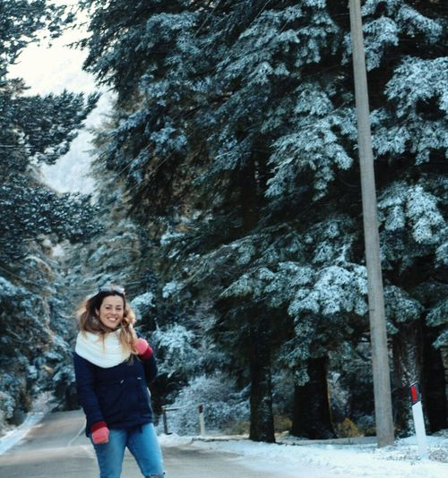 Winter Snow One Person Cold Temperature Nature Tree Standing NewEyeEmPhotographer The Portraitist - 2017 EyeEm Awards The Great Outdoors - 2017 EyeEm Awards Front View Beautiful Woman Outdoors Portrait Looking At Camera Only Women Beauty Leisure Activity Smiling Real People Adult Day Lifestyles