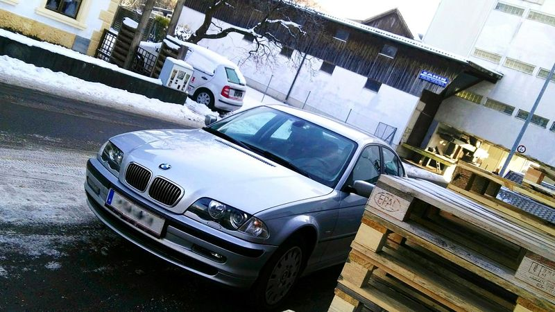 Firmenwagen Delivery Car Bmw E46 On The Road Again Unterwegs Parken Parking Car Paletten Palette Epal Euro Pallets  Silberlack Silver  Silber