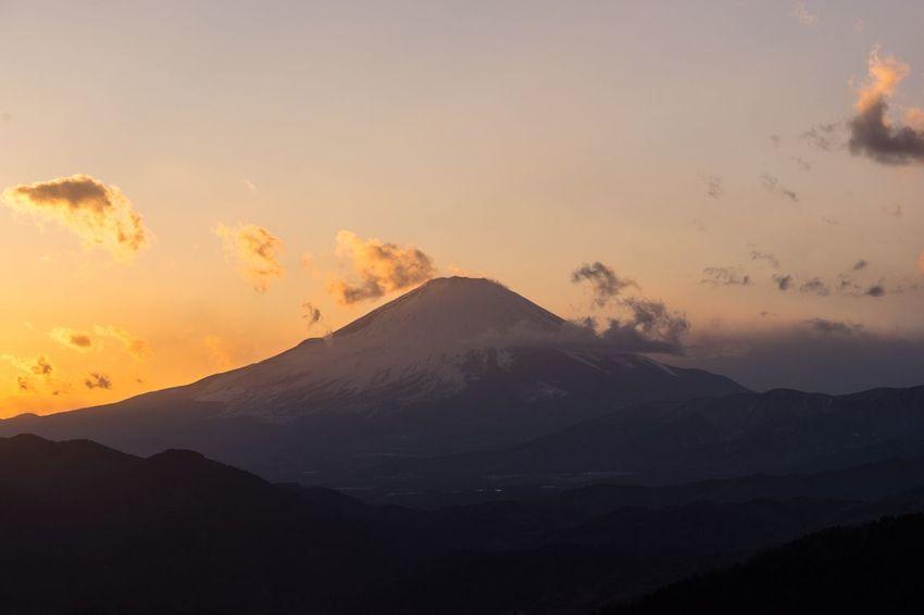 松田山からの富士山🗻 Japan Mt.Fuji Snow Sky And Clouds SONY ILCE-7M2 SONY SEL90M28G Sony α♡Love Mountain Beauty In Nature Nature Sunset Sky Landscape No People Silhouette