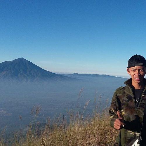 Background Mt cikurai 😍😱👍👏 Mtma Mtguntur MyTripMyAdventure MYSELFSCUMBAG Explorebandung Indonesiajuara Hiking Instagunung Jalanjalanmen