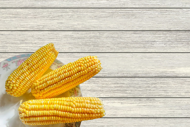 Ears of corn on the table Cereal Plant Close-up Corn Corn - Crop Corn On The Cob Day Food Freshness Healthy Eating Nature No People Outdoors Sweetcorn Table Vegetarian Food Wood - Material Yellow Paint The Town Yellow