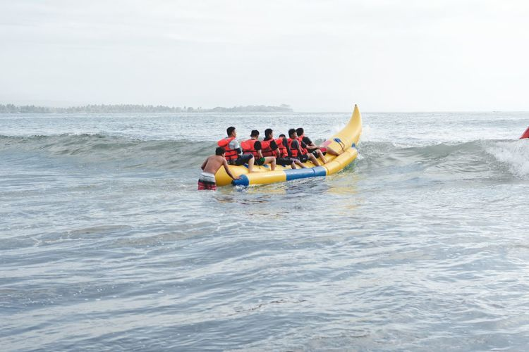 Bandung Shooter Indonesian Shooter Water Group Of People Sea Motion Sport Men People Group Medium Group Of People Leisure Activity Sky Nautical Vessel Adult Day Transportation Adventure Nature Togetherness Lifestyles Horizon Over Water Inflatable  Teamwork Outdoors Human Connection