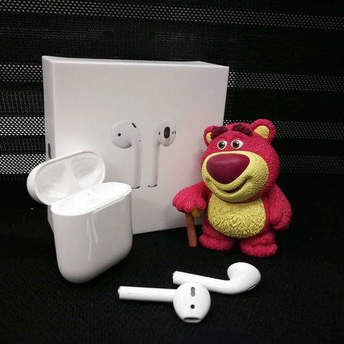 新敗家物 AirPod 聖誕節來幫自己買個禮物 好好用 真的好有質感 而且國外都缺貨了.... Indoors  No People Stuffed Toy Toilet Bowl Day