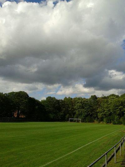 Ein guter Tag. .. Fußballfeld ganz für uns allein ;) The Places ı've Been Today Unterwegsunddraußen Clouds And Sky