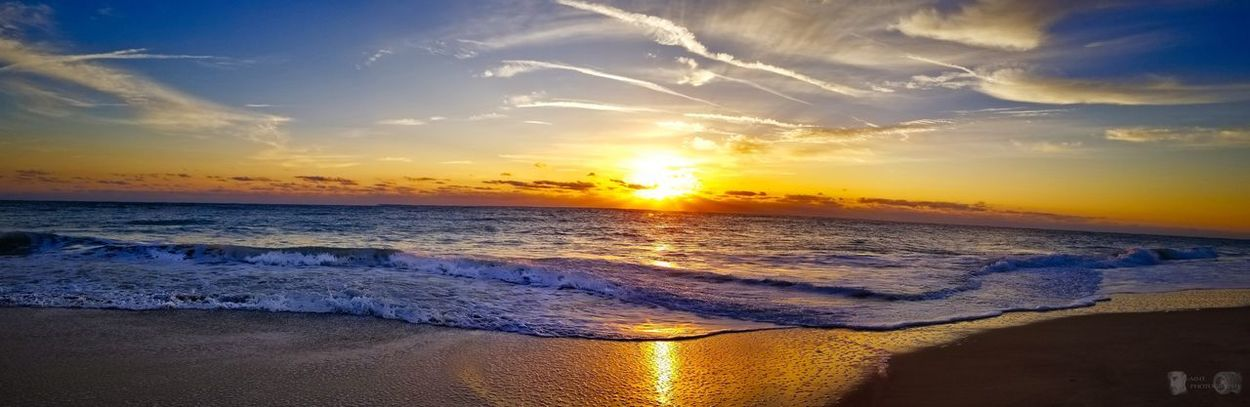 Good morning EyeEm Best Shots EyeEmNewHere Sunrise Water Sea Sunset Wave Beach Horizon Sand Summer Low Tide Sun Tide Seascape Dramatic Sky Horizon Over Water Romantic Sky