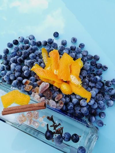 Zutaten für Schlehenlikör Blackthorn Blackthorn Berries Berries Collection Orange - Fruit Zimtstange Gewürznelken Vodka🍹 Alcohol Alcoholic  Kandiszucker Likör Schnaps Zutaten Ingredients Drink Blue Close-up Citrus Fruit Alcoholic Drink Blackberry - Fruit Blackberry