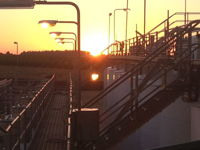 Always good to open a workshift with an awesome sunset Cat Walk First Eyeem Photo Industrialbeauty Isolated Tank Lens Flare Lights Low Quality Photo No Filter No Filter, No Edit, Just Photography Sunset Technology Winery