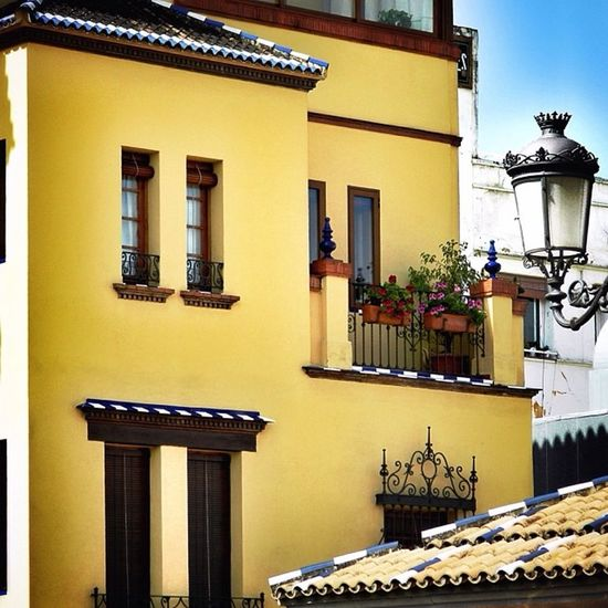 Detalles de Triana Architecture Art Art And Craft Balcony Building Building Exterior Built Structure Exterior Façade Famous Place Human Representation Low Angle View Ornate Religion Residential Structure Spirituality Statue Window