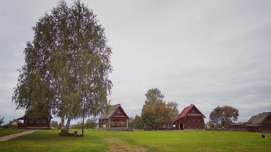 Суздаль осень Природа деревянныйдом зодчество