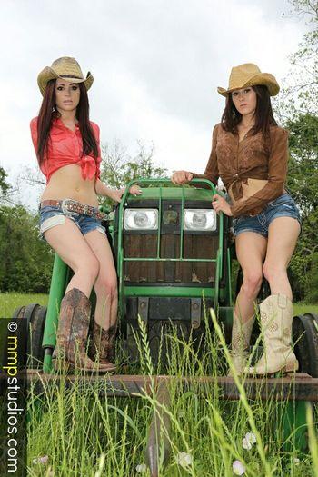 @mmpstudios_com @melvinmaya Photography Photoshoot Models Brunette Boots Cowgirl Cowboy Hat John Deere Outdoors Texas