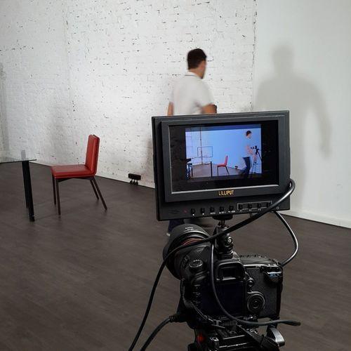 Веду адскую подготовку к записи моднейших интервью с предпринимателями. Помогайте, пожалуйста, с дичайшими вопросами, например. Гости будут следующие: Михаил Попов, основатель Easyfinance(сервис управления личными финансами); http://easyfinance.ru;Дмитрий Чистов, основатель сервисовCopiny (платформа для создания сообществ для поддержки клиентов в интернете) иTeamdesk(система тикетов для обслуживания клиентов); http://copiny.com/; http://teamdesk.ru/; Алексей Елисеев, генераторы энергии из морских волн, http://oceanrusenergy.ru/;Сергей Курлович, торговля вином нового форматаhttp://www.invisible.ru/; Камал Ульман (производство турников, оборот более 30 млн рублей в год);http://turniki-stels.com/. моёдело бизнес Россия Москва
