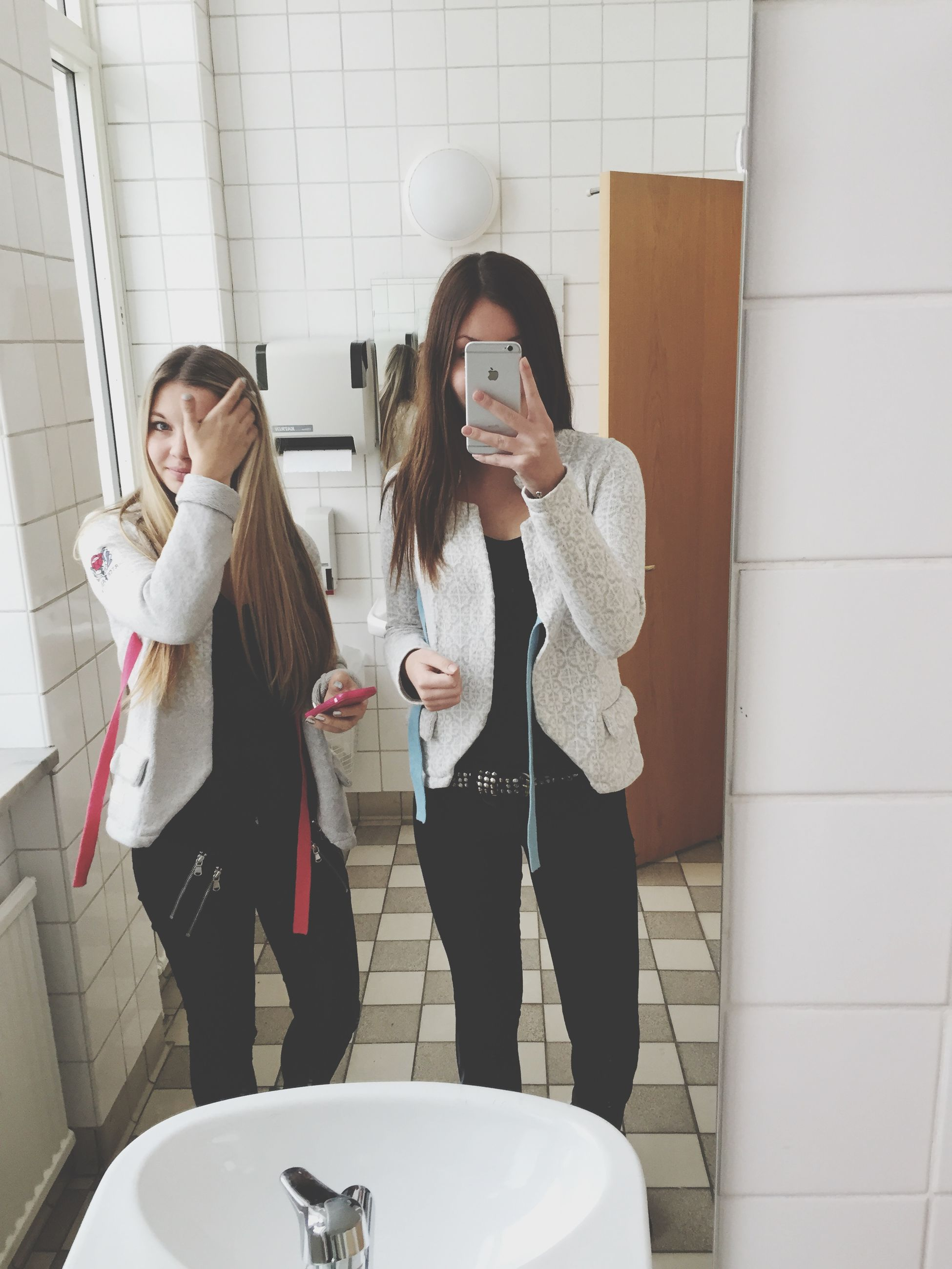 young adult, lifestyles, indoors, casual clothing, person, leisure activity, young women, standing, front view, holding, mirror, three quarter length, sitting, wall - building feature, full length, portrait, looking at camera