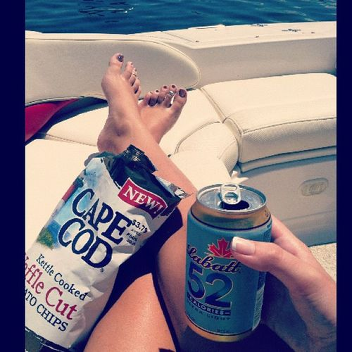 Fuck it let me try one of Ma's beers Boatlife 52cals Whateves