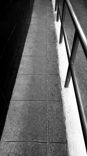Acera Callejones City Diminishing Perspective Empty Empty Streets Estrecho Footpath Narrow Narrow Street Pasillo Pasillos  Perspectiva Punto De Fuga Senda Sendero Streets The Way Forward Urban Urbana Vanishing Point Walkway Street Photography Urban Geometry Travel