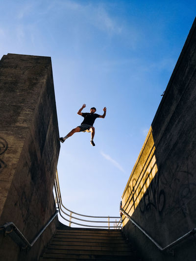 City Life Colors Exploring EyeEm Best Shots London Parkour Architecture Built Structure Day Full Length Honor 10 Jumping Leisure Activity Lifestyles Low Angle View Mid-air Motion One Person Outdoors Real People Skill  Sky Streetphotography Stunt Urban #urbanana: The Urban Playground