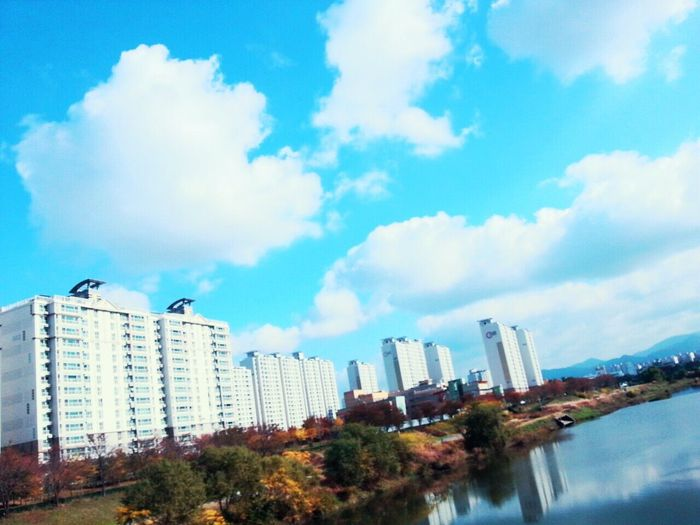My Village Town Apartment !! Gwangju Shinny Day Spring Time Spring Has Arrived Look Up! Sky is Pretty !! Plus + Clouds 😍