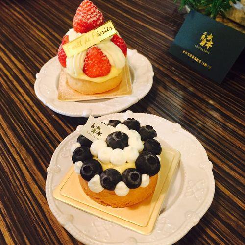 Sprinkles Sweet Tooth Red Velvet Cupcakes Sweets Dessert Enjoying Life