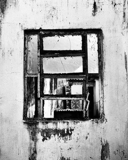 Photo Photographer Photograph Photograpy Instalike Instaphoto Instagood Portrait Instaportrait Foto Fotografia Instafoto Instafotografia Instagood Pretoebranco Blackandwhite Instablackandwhite Janela Window