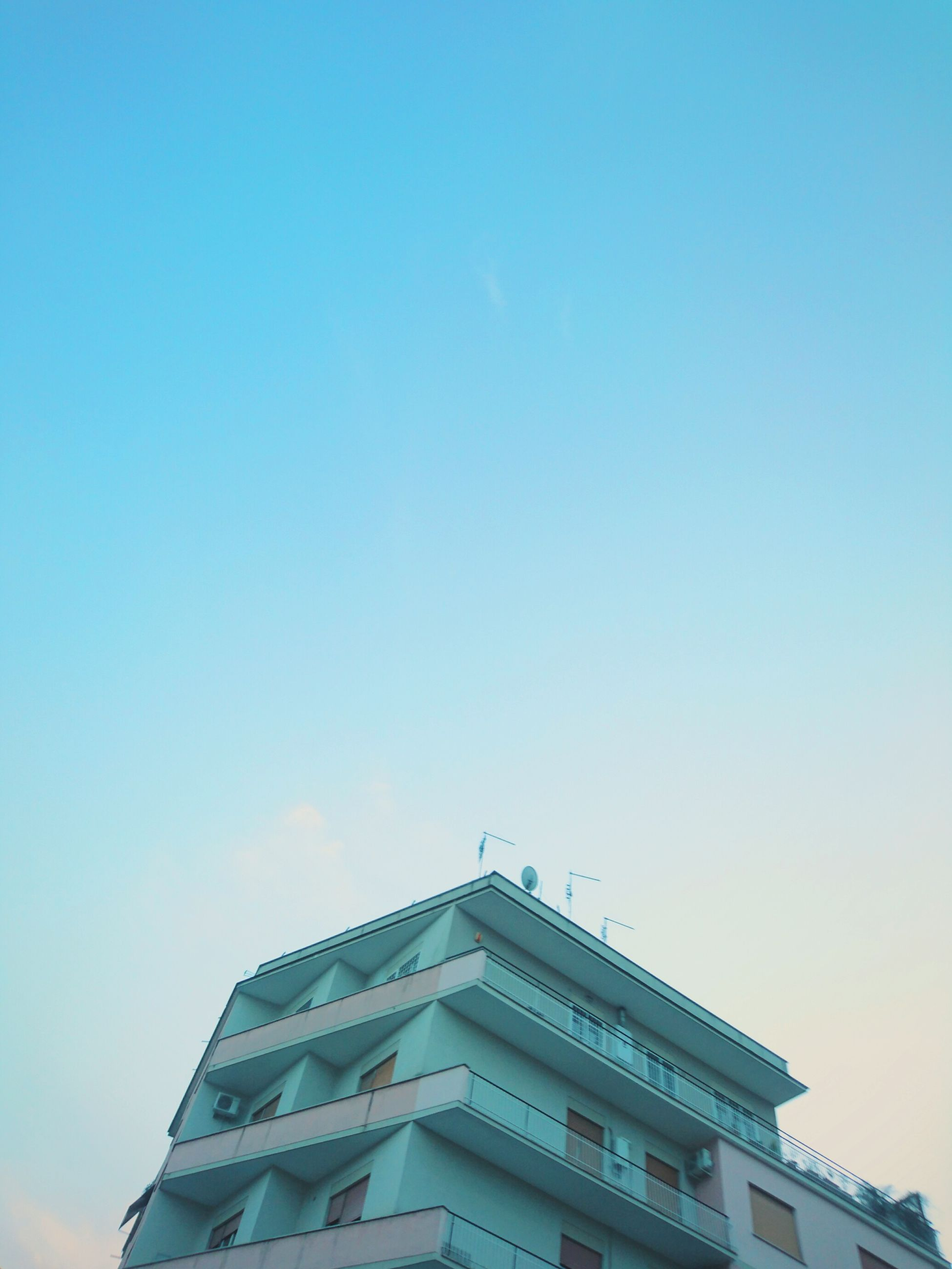 architecture, building exterior, built structure, low angle view, clear sky, copy space, city, blue, building, high section, sky, modern, office building, day, outdoors, residential building, tower, tall - high, no people, residential structure