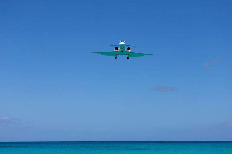 St. Maarten Water Sky Sea Blue Horizon Over Water Horizon Flying Nature No People Transportation Air Vehicle Day Motion Copy Space Beauty In Nature Mid-air Scenics - Nature Travel Airplane Inflatable  St. Martin Caribbean Final Approach Gulfstream Green