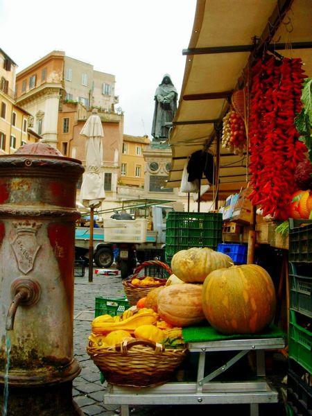 Rome Italy CampoDèFiori Lovephotography  LoveRome Winter Giordano Bruno Rainy Days