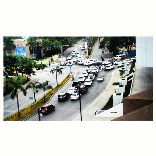 What's with all the white cars eh? Uniform man! :3 SB Ayala Cebu Level4 zoomedin