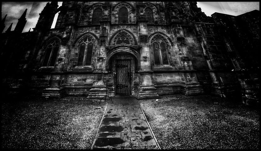 Rosslyn Chapel Architecture Place Of Worship Religion Spirituality Built Structure No People Day Building Exterior Outdoors Black And White The Week On EyeEm EyeEm Gallery EyeEmBestPics Eye4photography  EyeEm Best Shots Blackandwhite Historical Building Eye4photography  Black & White Atmospheric Mood Blackandwhite Photography EyeEm Masonry Film Location