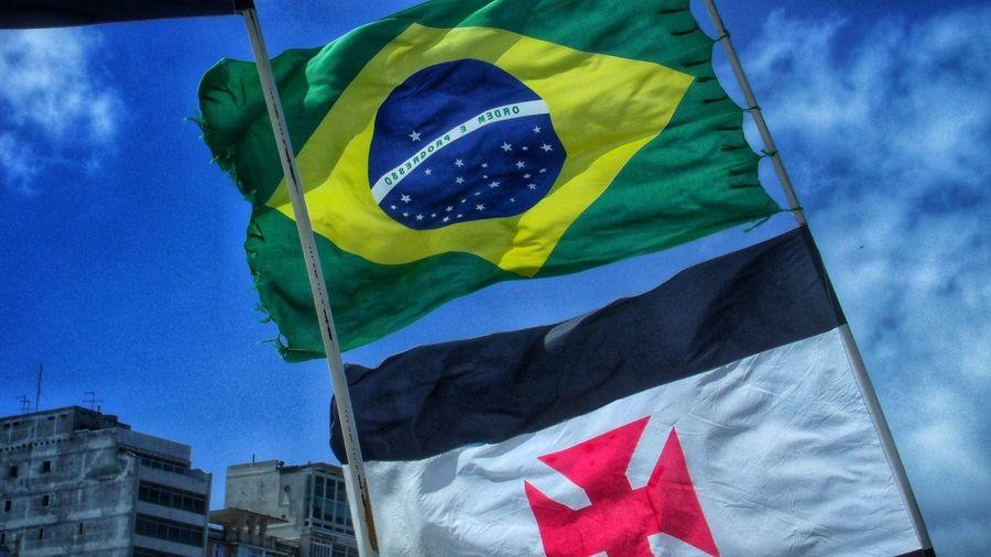 Flag Blue Cloud - Sky Sky Pride Copacabana Beach Copacabana - Rio De Janeiro Brasil Eyeem Fotos Collection👍 Travel Photography Travellover EyeEmNewHere Rio De Janeiro, Brasil Rio De Janeiro Eyeem Fotos Collection⛵ Vasco Da Gama Sunday Morning