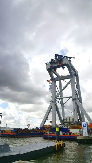 Taking Photos Cloudy Maas Industrial Crane Riverside City My City Wereldhavendagen River View
