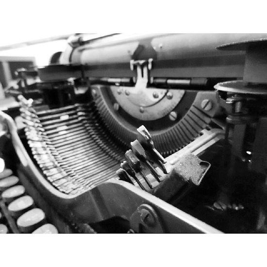 Büyük daktilo temizliği Daktilo Typewriter Typist Antik antika makine writing yazı yazar lettering inscription author scribe novelist maintenance care repair cleaning temizlik bakım tamir