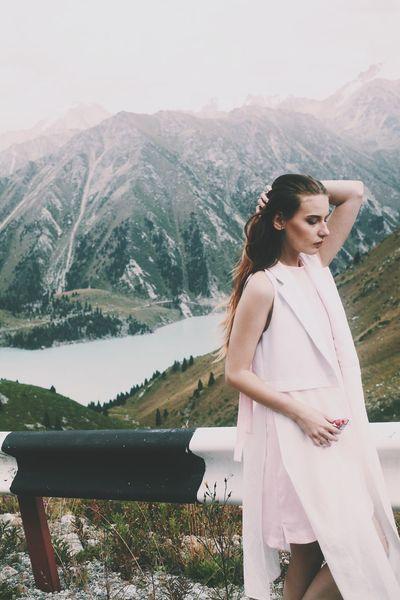 Photographer Travel Girl Streetstyle Atmosphere Mountain Landscape Mountains