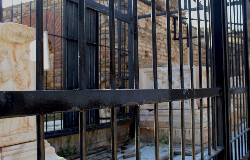 Full frame shot of abandoned building